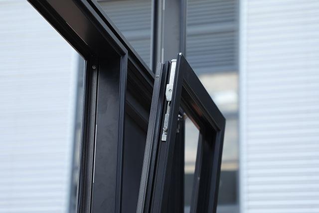 装修铝合金门窗时的选择技巧